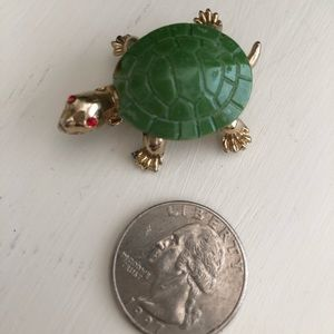Vintage Turtle Costume Jewelry Brooch.